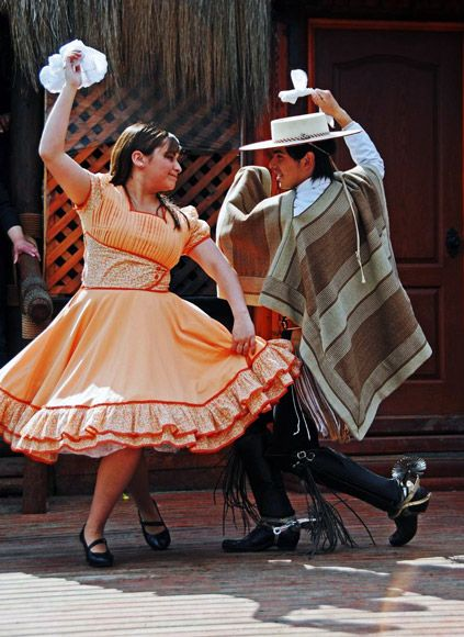 La Cueca, el baile nacional de Chile. Esta danza tiene una presencia destacada durante las fiestas patrias.