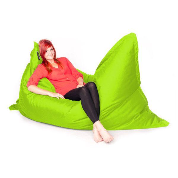 Sedací pytel Maxi v světle zelené barvě je druhým největším typem sedacích relaxačních doplňků do bytu.