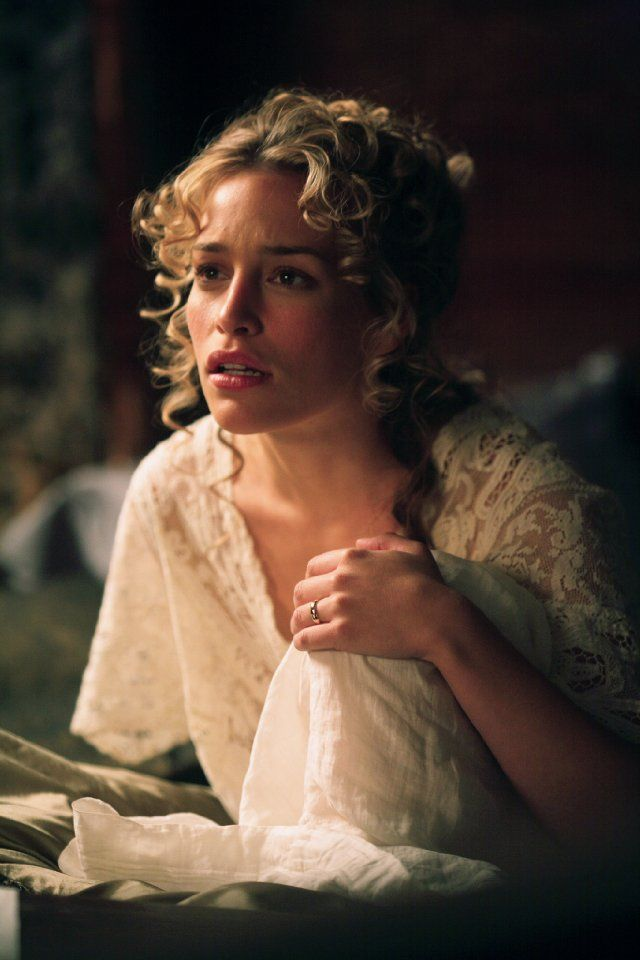 Piper Perabo as Julia McCullough in The Prestige. - steampunk (great hairstyle)