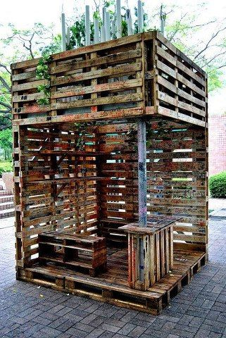 I think this pallet idea would make a great little garden spot, with hanging plants, a few pillows on the benches, easy