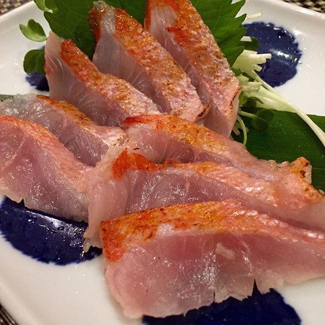 キンメダイ '炙り'で頂きました #桐山 #酒場桐山 #kiriyama #sakabakiriyama #fukuoka #japan #japanesefood #sashimi #居酒屋 #福岡 #kiyokawa #炙り #aburi by sakura_tesla