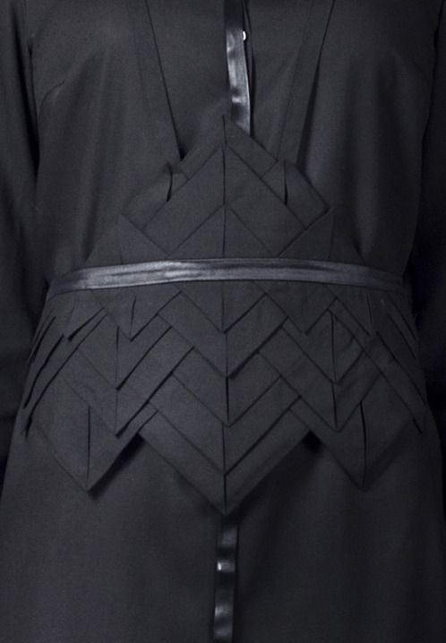 Origami Belt using fabric manipulation to create textures with folded shapes; sewing ideas; fashion detail // Freak Factory