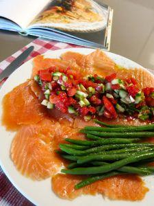 Gerookte zalm met tomatensalade en lompviseitjes - pascale naessens