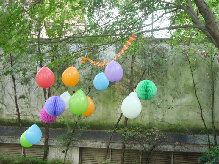 Decoracion con globos y guirnaldas