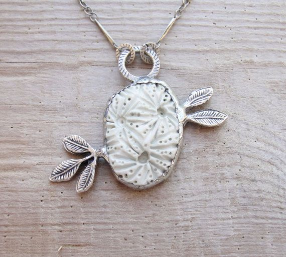 Awesome Etsy listing at https://www.etsy.com/pt/listing/183653162/organic-leaf-necklace-ceramic-metal