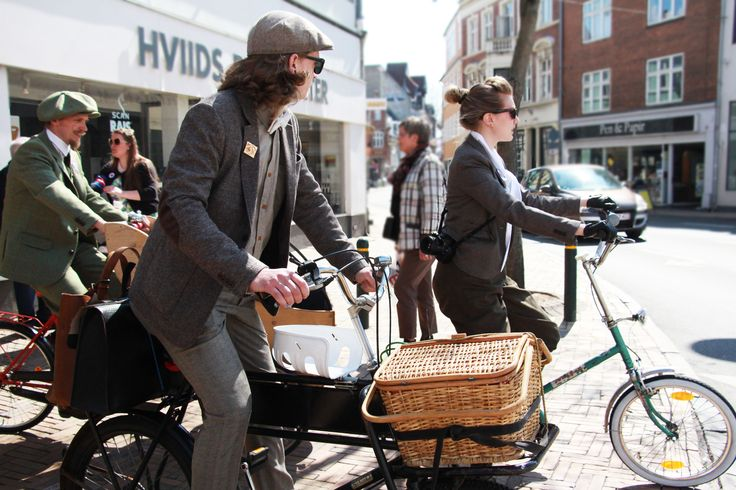 Odense Tweed Ride is inspired by the The London Tweed Run and a large number of Tweed Rides all over the world.  The purpose of the ride is to have a splendid day and raise funds for a charity.