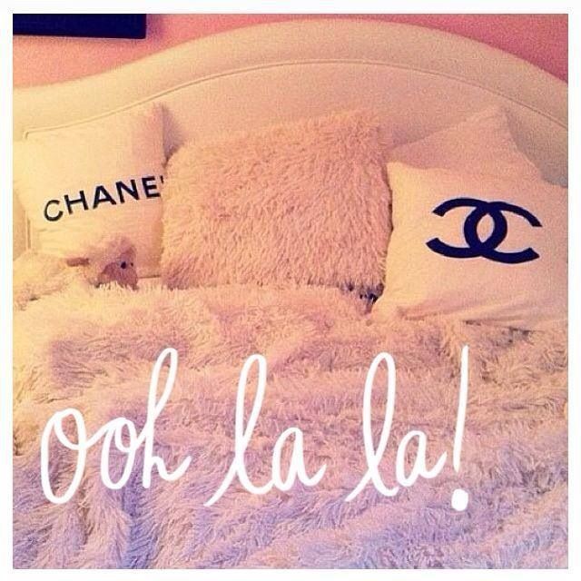 Chanel bed linnen