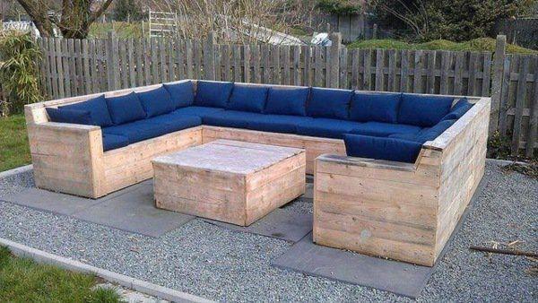 palette aménagement canapé coussins bleu table basse salon idée Plus