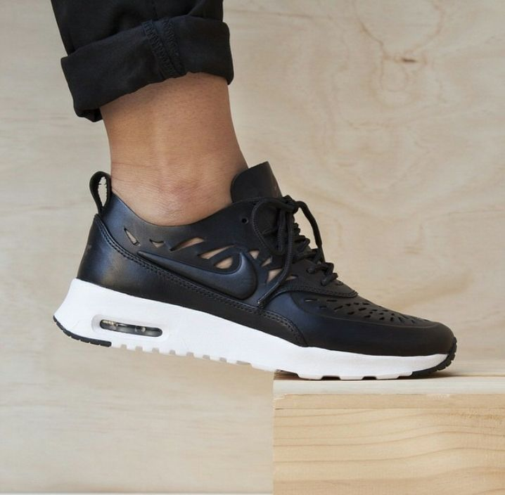 Nike Air Max Thea Joli sneakers Super cute sneakers- leather with cut outs.