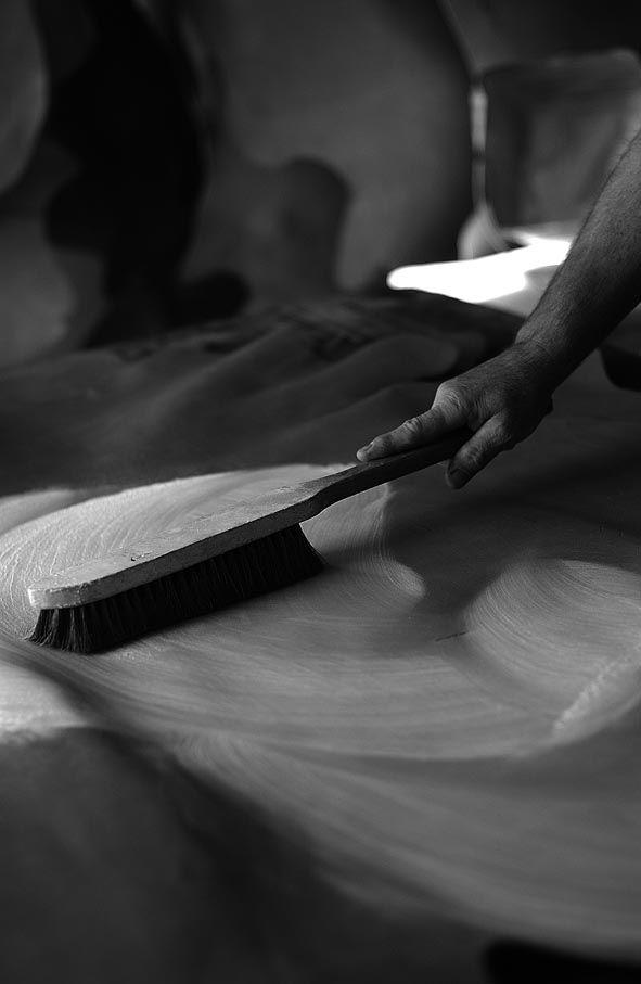 Lavorazione della Pelle Conciata al VegetaleIn principio era il Tempo, in origine fu il cuoio – #Slowleather