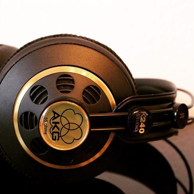 Studio Kopfhörer geben den Sound 1 zu 1 so wieder, wie der  Produzent diesen abgemischt hat. Die AKG K240 sind seit zahlreichen Jahren beliebt und geschätzt! Mehr auf http://audiointerfaces.de erfahren!