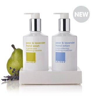Combining the fresh aroma of a crisp and ripe winter pear with a hint of soothing lavender, this cleansing and moisturizing duo pampers dry hands with gentle, nourishing and refreshing botanicals.