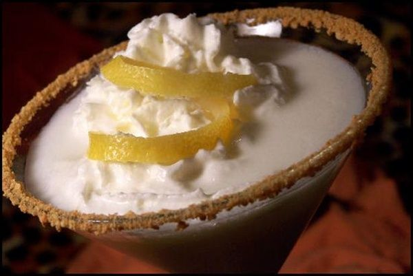 Happy Thirsty Thursday!  On the menu this week is Lemon Meringue Pie Martinis ! I was first introduced to Lemon Meringue Pie as a little...