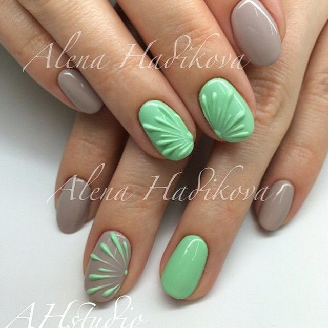 Super cool textured nails! But wouldn't it take forever to dry?