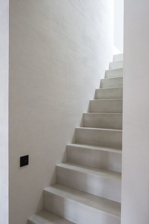 Pastellone floor and stairs, natural lime plaster by Odilon Creations - architecture Pascal Francois