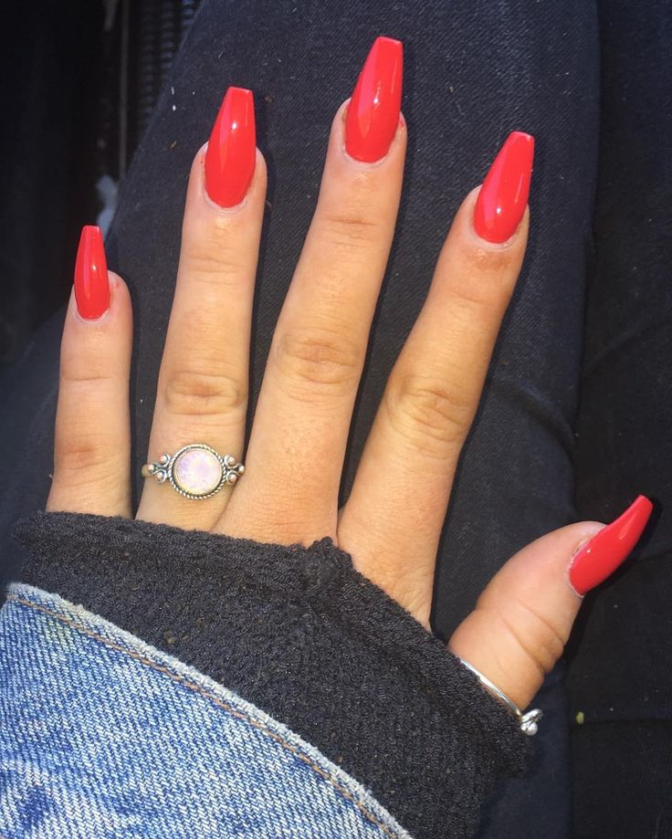 red nails acrylics coffin