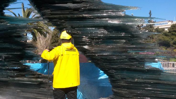 Τρίτο στάδιο καθαρισμού Τη δεύτερη ημέρα ακολούθησε επαναληπτική πλύση επί τρεις ώρες με νερό όσμωσης, ώστε να αποφευχθεί η δημιουργία λεκέδων στο γυαλί