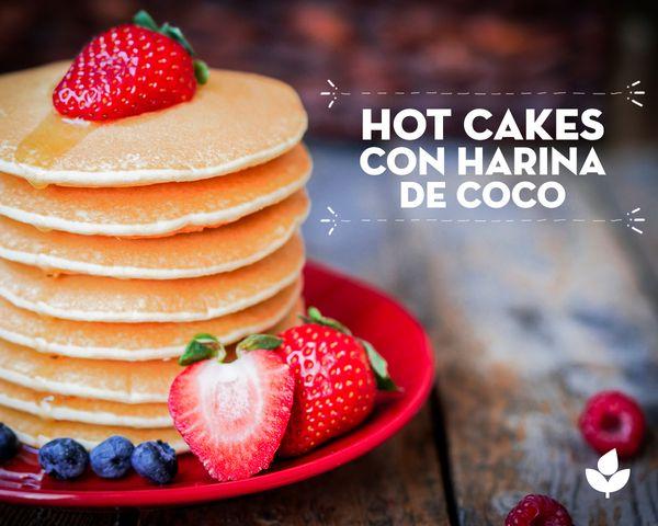 Desayuna unos hot cakes con harina de coco. Ingredientes: 3 Huevos orgánicos 3 Cucharadas aceite de coco 2 Cucharadas de leche de coco 1 Cucharadita azúcar masc