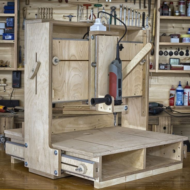 """CNC routers are great but not everyone can afford one, and according to woodworker Suso Caamanho, """"unless the project is very repetitive, sometimes you can spend more time preparing the CNC than working on the project itself."""" The desire to do 2D and 3D routing with analog controls is what"""