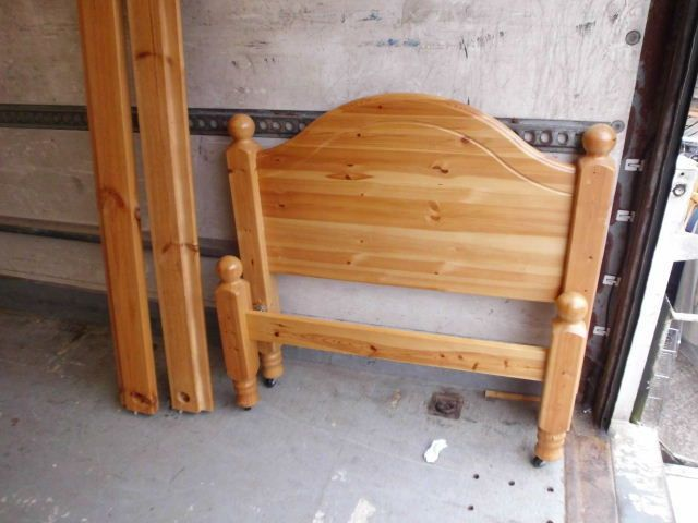 SINGLE SOLID PINE BED FRAME WITH HEAVY DUTY SLATS