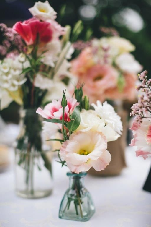The flowers of the centre pieces - www.myvintageweddingportugal..com | #weddinginportugal #vintageweddinginportugal #vintagewedding #portugalwedding #myvintageweddinginportugal #rusticwedding #rusticweddinginportugal #thequinta #weddinginsintra