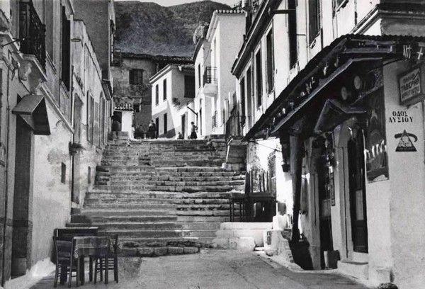 Η οδός Λυσίου στην Πλάκα, το 1944