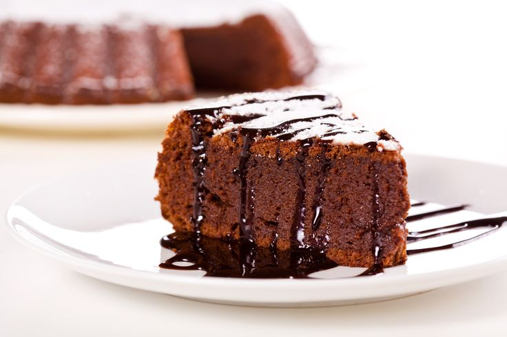 Aprenda a fazer um irresistível Bolo de Chocolate Triplo