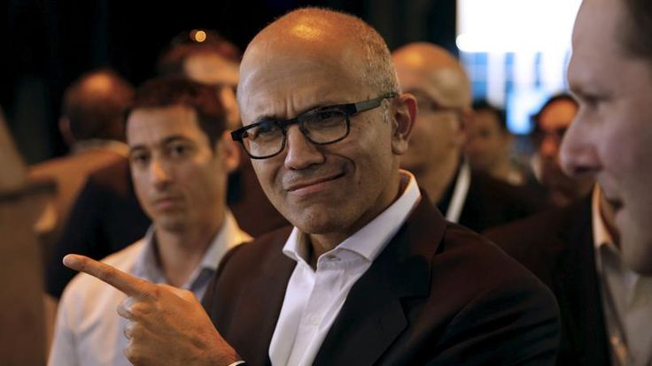 Satya Nadella, le CEO de Microsoft -> Salesforce s'oppose au rachat de LinkedIn par Microsoft