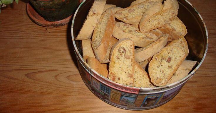 Italienske biscotti smager bare godt. Det er en lille aflang hård kage med mandler, som italienerne dypper i Vino Santo. De smager også...