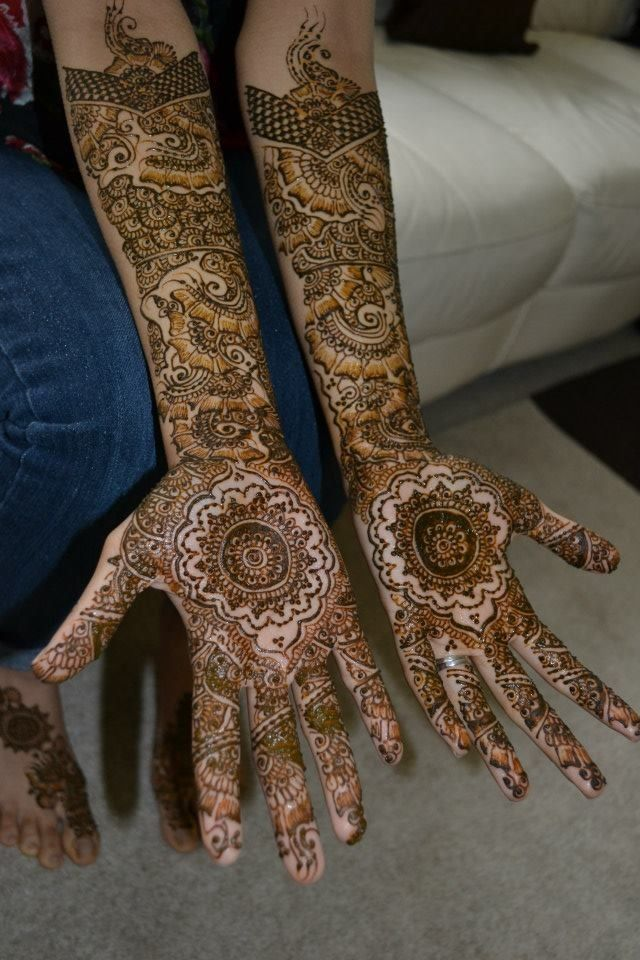 Bridal henna with a traditional motif