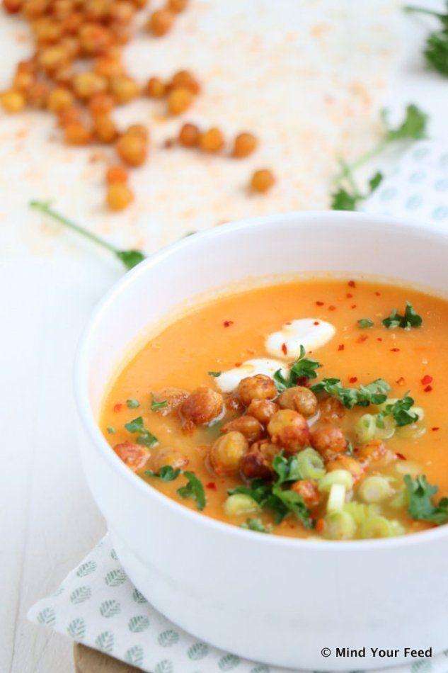 Wortel tomatensoep met geroosterde kikkererwten