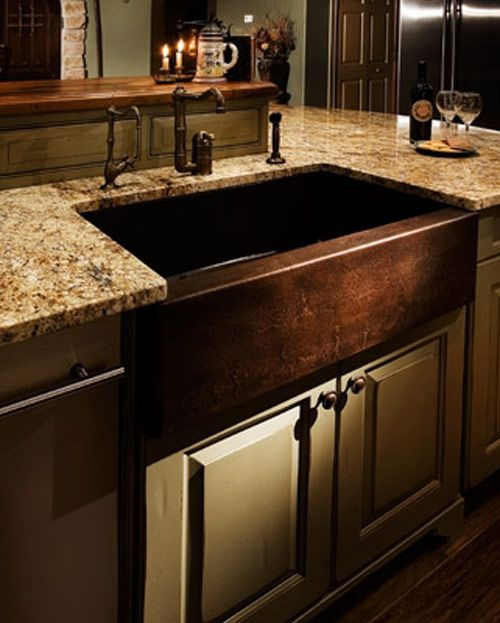Copper kitchen sink - stylish AND copper is naturally bacteria-resistant.. Big plus with all the germs in a kitchen!