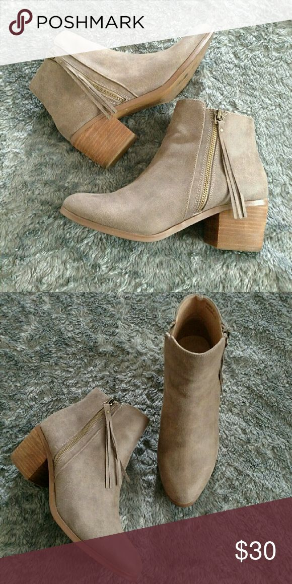 Report Ankle Fringe Ankle Boots Like new,only worn once, Report Fringe Ankle Boots heel measuring  1 inch. Report Shoes Ankle Boots & Booties