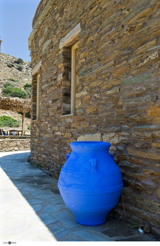 The cottages of #ONAR benefit from the silent beauty of #Cycladic #architecture and are made exclusively of natural materials: local stone, wood and river reeds. #Greece