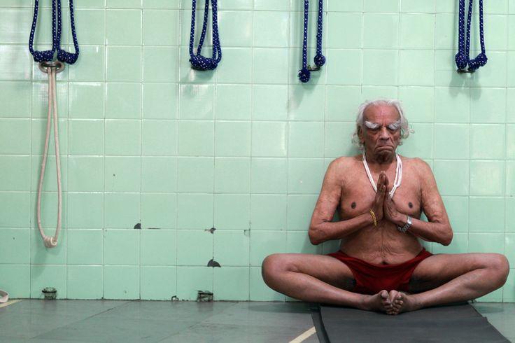 The Final Photoshoot: Yoga Guru BKS Iyengar Performing Yoga At The Age Of 95