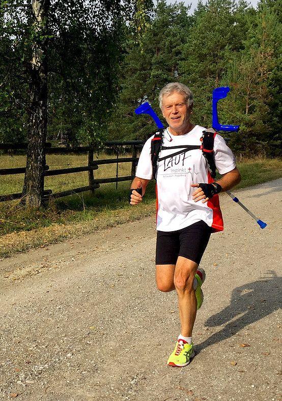 """TRIATHLON MIT FLASCHEN UND KRÜCKEN #Kraftausdauer #Herz_Kreislaufsystem #Flaschen #Tiefen_Muskulatur #Krücken #Duathlon #Triathlon #Laufen          Am 09.Sept. 2016 berichtete ich über ein Kraftausdauer-Training der besonderen Art, dass ich """"Krückenlauf"""" nenne. Es ist insofern besonders interessant, als es - parallel zur Kraftausdauer - auch gleich das Herz-Kreislaufsystem mit trainiert. Nun fand sich Ergänzung, durch einen """"Flaschenlauf"""" in einem gesundheitssportlich ausgerichteten…"""