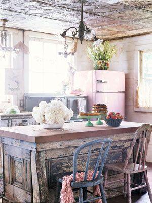 Love the pink vintage fridge - so cute !