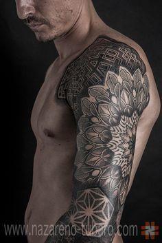 Conheça o trabalho em pontilhismo e formas geométricas do tatuador argentino Nazareno Tubaro e apaixone-se pelas suas tatuagens.