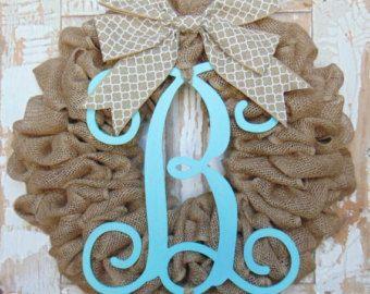 ANY COLOR 18 Burlap Wreath with Chevron Bow. por BridgeCreekCottage