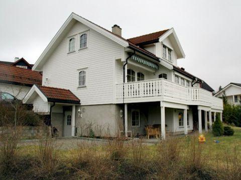 FINN – Til leie: Stort areal i hus ved Sagdalen stasjon