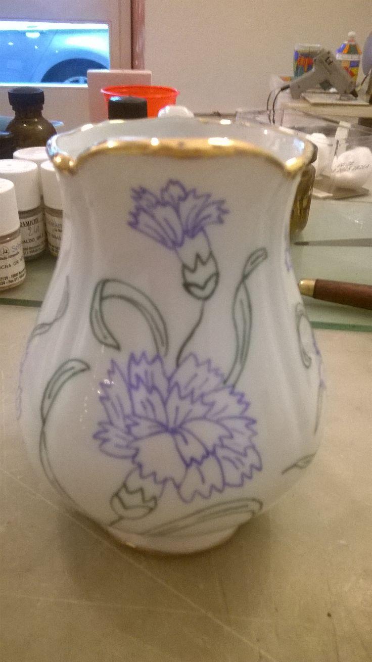 vaso in porcellana dipinto a mano con finiture in oro