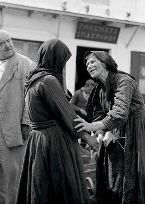 Τυχαία συνάντηση στην αγορά Iωάννινα, 1952 Φωτ. Κώστας Μπαλάφας Αρχείο Μουσείου Μπενάκη