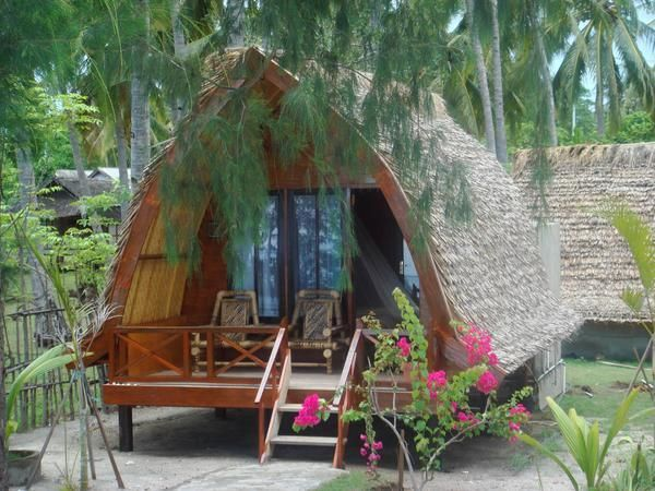 Beach hut in Indonesia. Wow. Love the arched shape, the thatched roof and the tiny deck. Definitely could live here for the rest of my life.