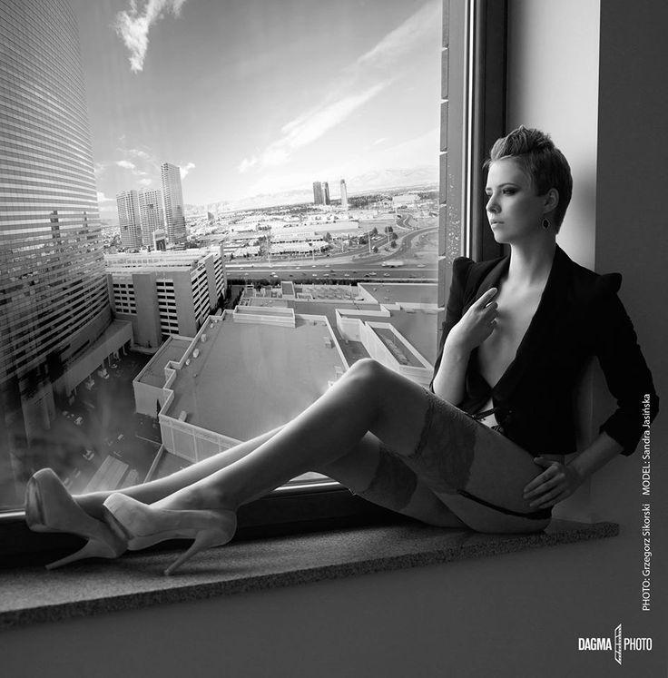 ROOM WITH A VIEW  You can see a lot from Las Vegas Strip hotel window  Photo: Grzegorz Sikorski (GPS) Dagma Photo Model: Sandra —  w Las Vegas Strip.