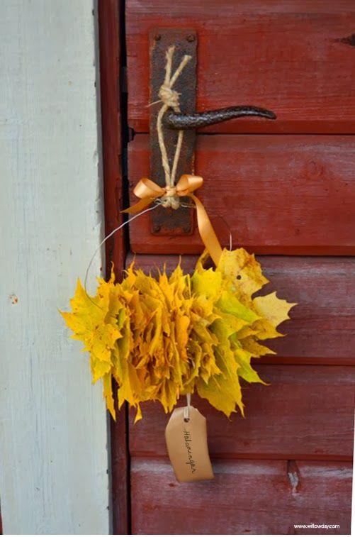 DIY mini leaf wreath from Willowday.