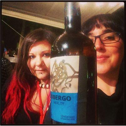 Las vencedores por enviar su selfie a nuestra cuenta en Twitter @bodegasobergo fueron estas blogueras del I Encuentro de Bloggers Gastronómicos en Barbastro. Felicidades por vuestra Botella Obergo tamaño Magnum!