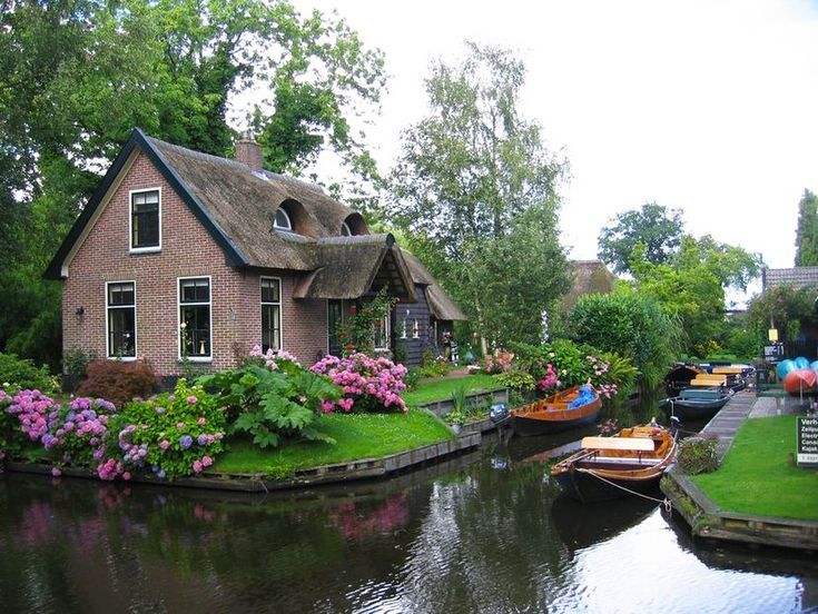 Here is a paradise on earth - Giethoorn in the Netherlands.