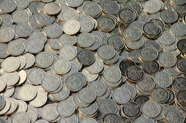 Bitcoins (Casascius) Russia bans Bitcoin use