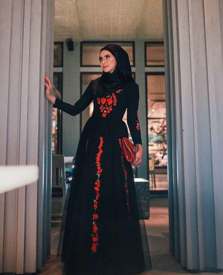 Long dress, prom hijab dress, engagement hijab dress, eid dress, hijab dress, hijab outfit, hijab fashion, long dress hijab, black long dress, princess dress, flower long dress. Follow her ig @rozitachewan1