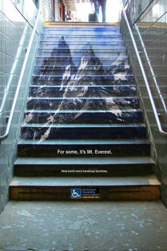 """A destination des personnes handicapées, incapables de monter les escaliers : """"Pour certains, ces marches, c'est comme gravir le Mont Everest""""."""